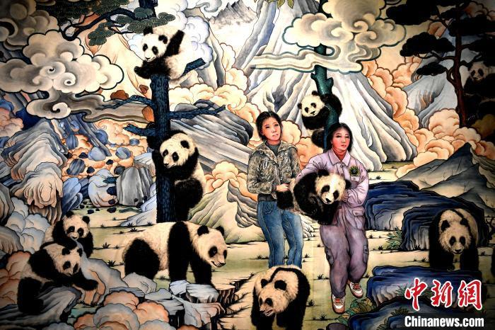 全球第一幅巨幅大熊猫唐卡在成都亮相600余只大熊猫栩栩如生