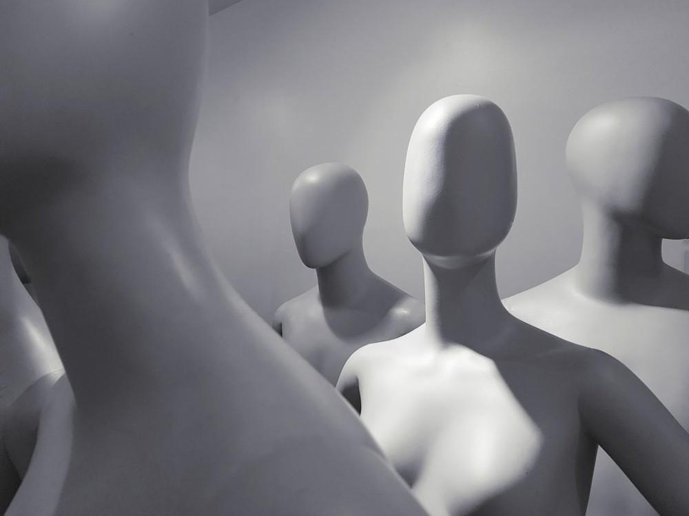 """全球仿冒""""意大利制造""""产品年交易额达52亿欧元 环球网时尚 2020-11-25 14:09:37 根据意大利经合组织(OECD)近期的数据,纺织品、时装及配饰领域的仿冒""""意大利制造""""产品在全球的贸易"""
