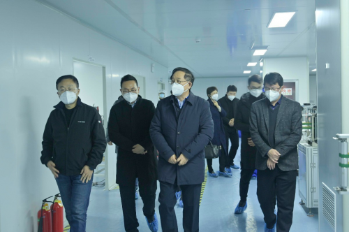 安徽省经信厅党委书记、厅长牛弩韬一行到盒子健康调研N95口罩生产