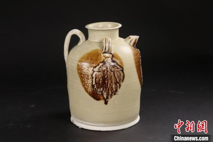 广州南越王宫博物馆展出200余件陶瓷文物