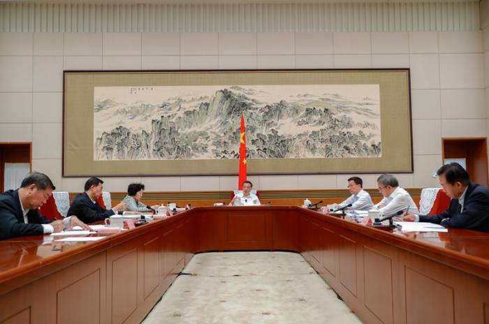 李克强主持召开国务院西部地区开发领导小组会议