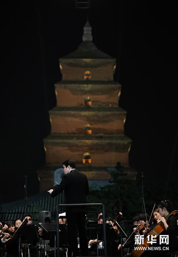 西安:大雁塔下公演用音乐展现生活之美