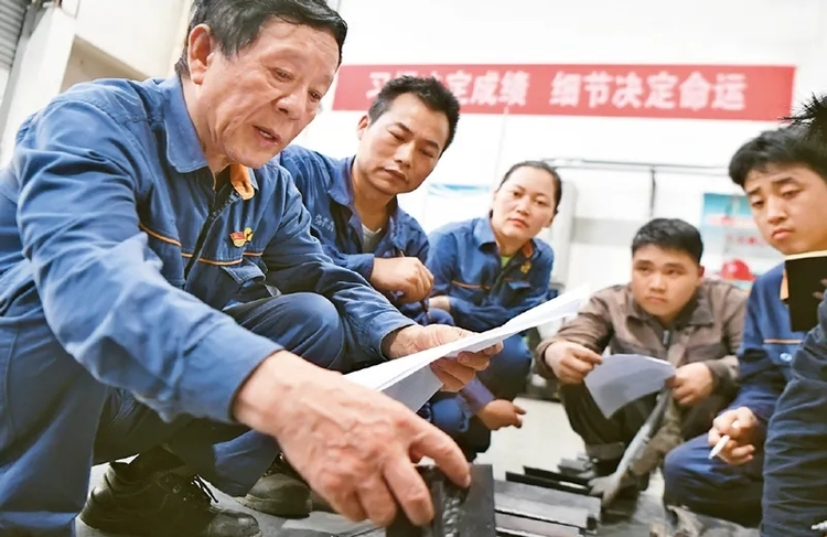 Work is the source of all happiness. Xi Jinping talks about the spirit of model workers, the spirit of work, and the spirit of craftsman
